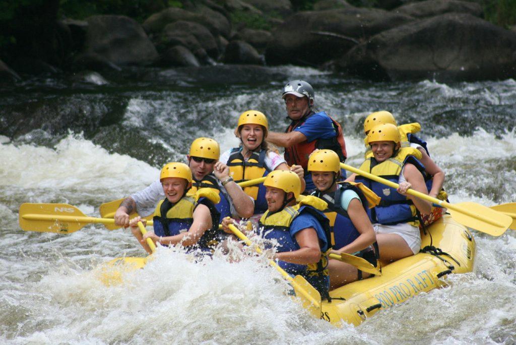 Wildwasser Rafting Tour mit Freunden